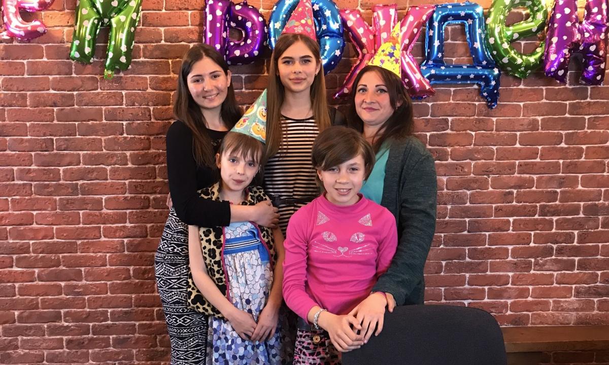 Happy birthday, Luda – С днём рождения, Люда!